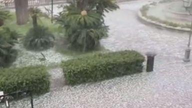 Проливен дъжд, съпроводен с градушка,  наводни улиците на Рим