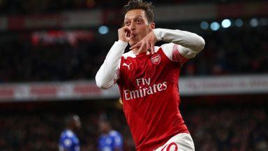 Арсенал се развихри за десети пореден успех