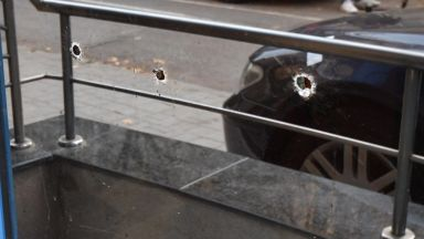 Служители са били в офис сградата при стрелбата в София (снимки)
