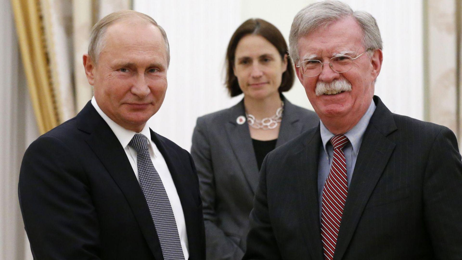 Путин с шега към US герба, не виждал маслиновите клонки