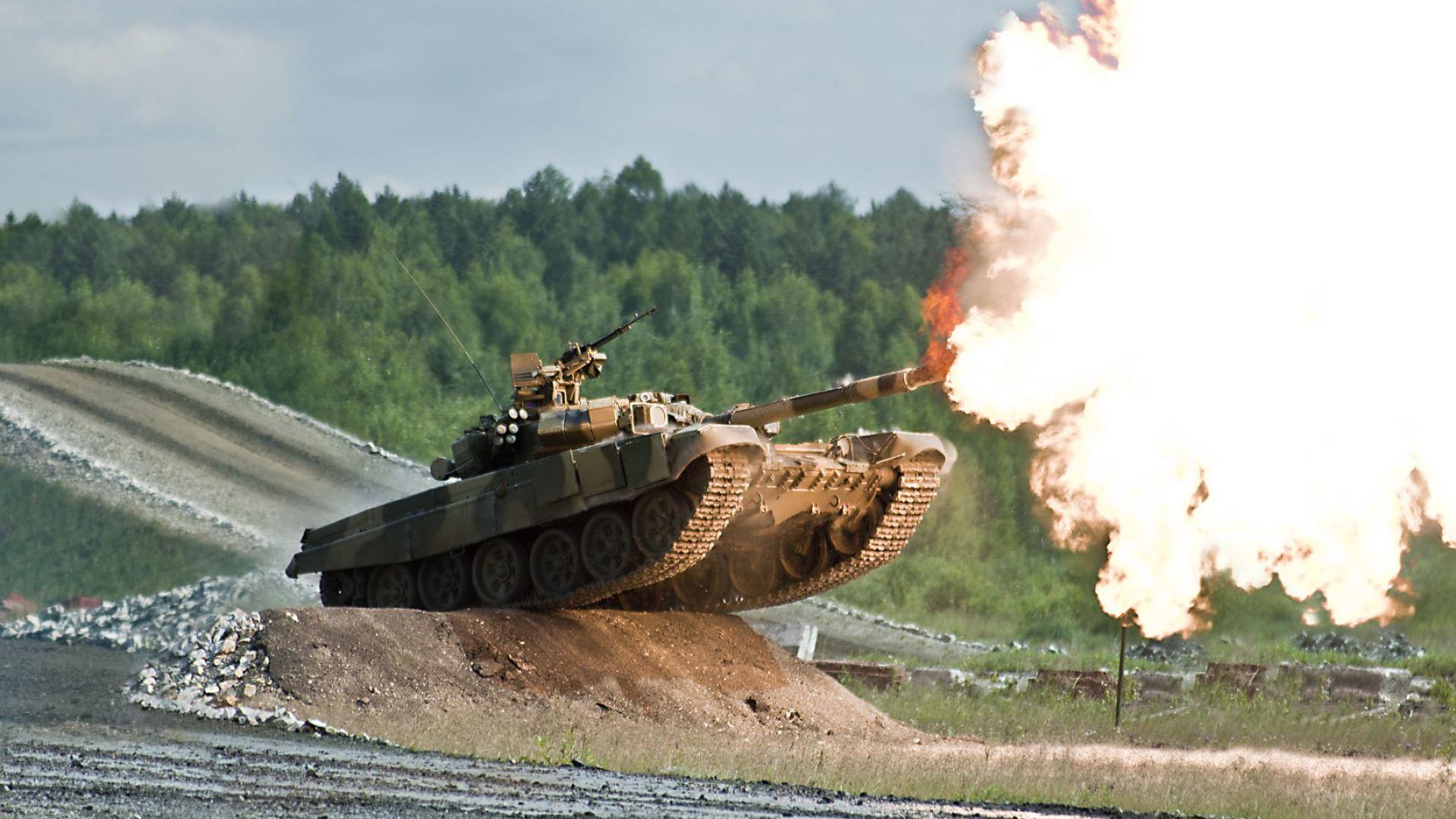 """Как се """"къпе"""" руският танк Т-90 (видео)"""