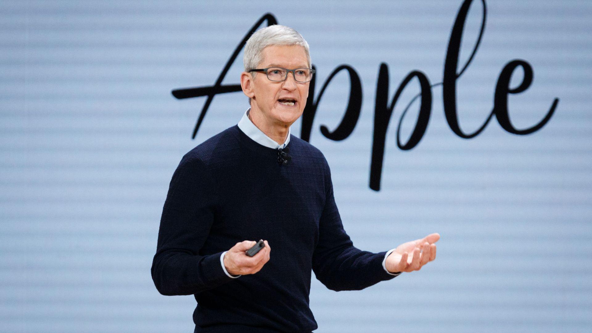 Шефът на Епъл заработва по-малко, въпреки че заплата му се е повишила до $3 млн. годишно