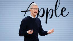 Шефът на Apple призова за повече регулации