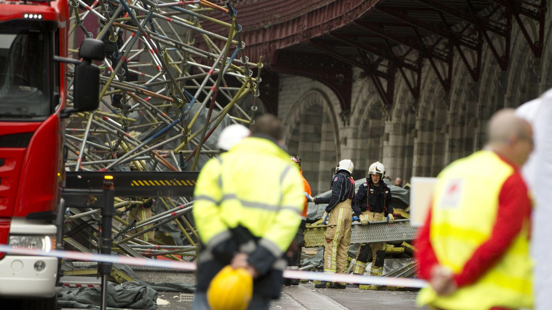 Строително скеле рухна на централна гара в Белгия (снимки)