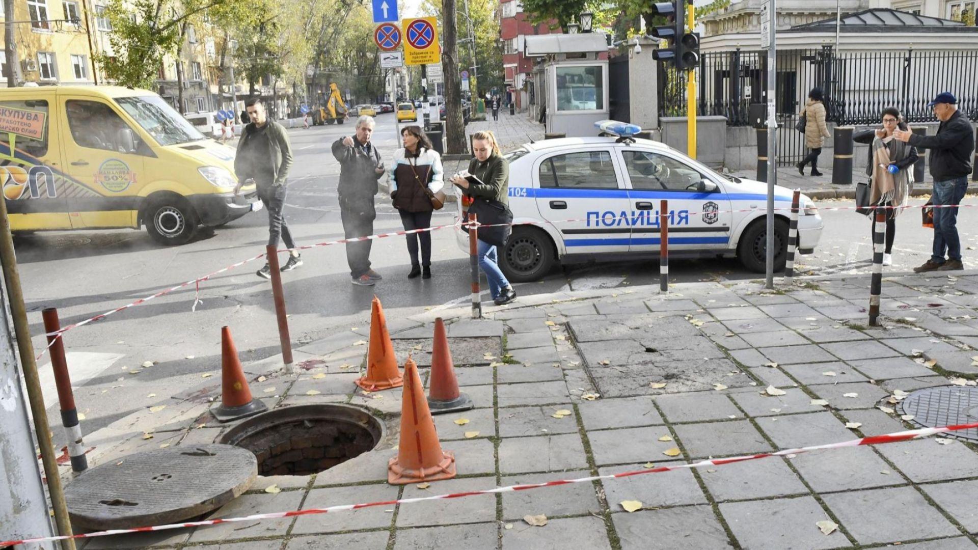 Възрастен мъж пропадна в шахта в центъра на София (обновена)