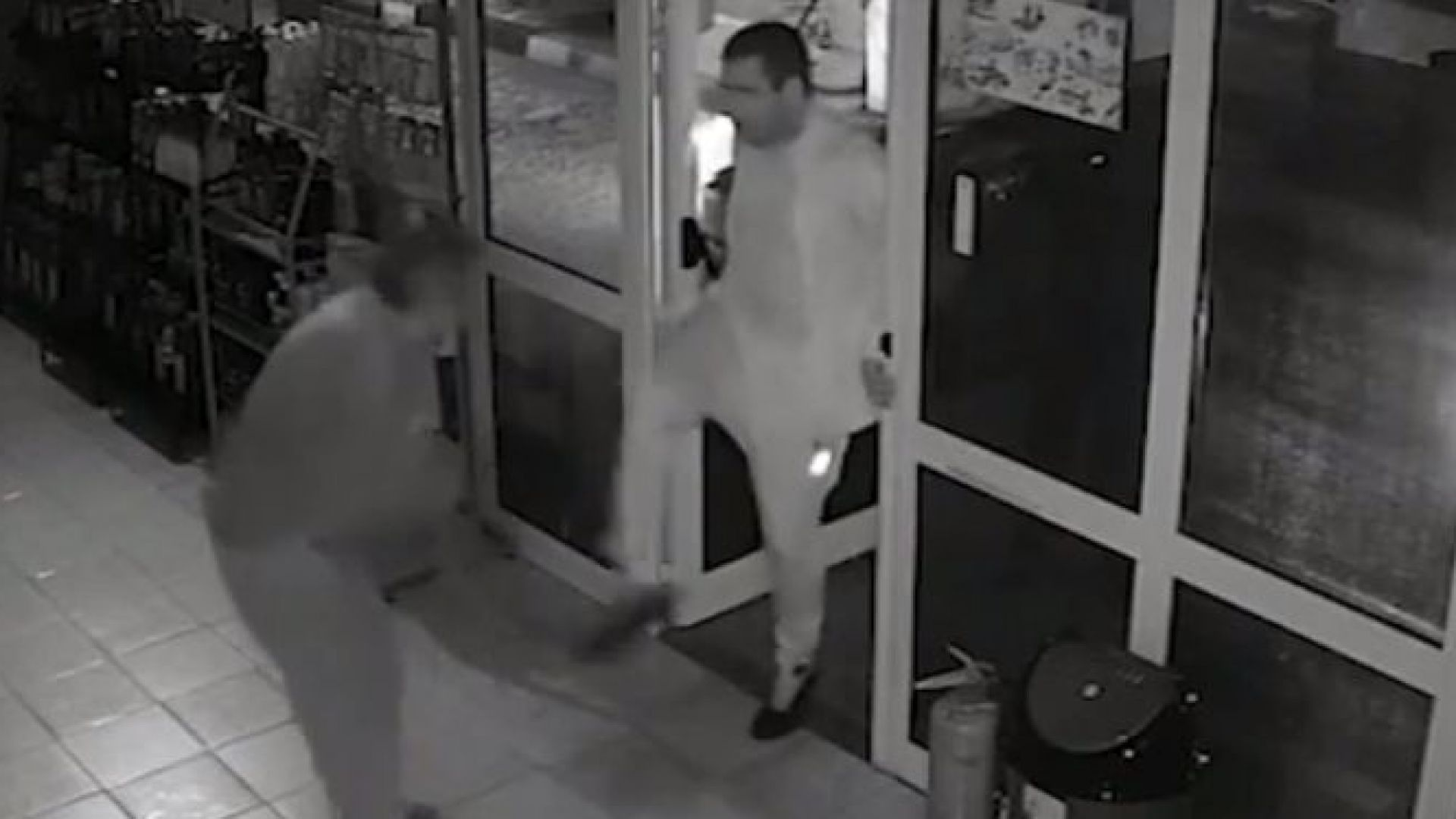 Клиент преби служител на бензиностанция в Сливенско