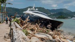 Супертайфунът Юту се движи  към американска територия (видео)