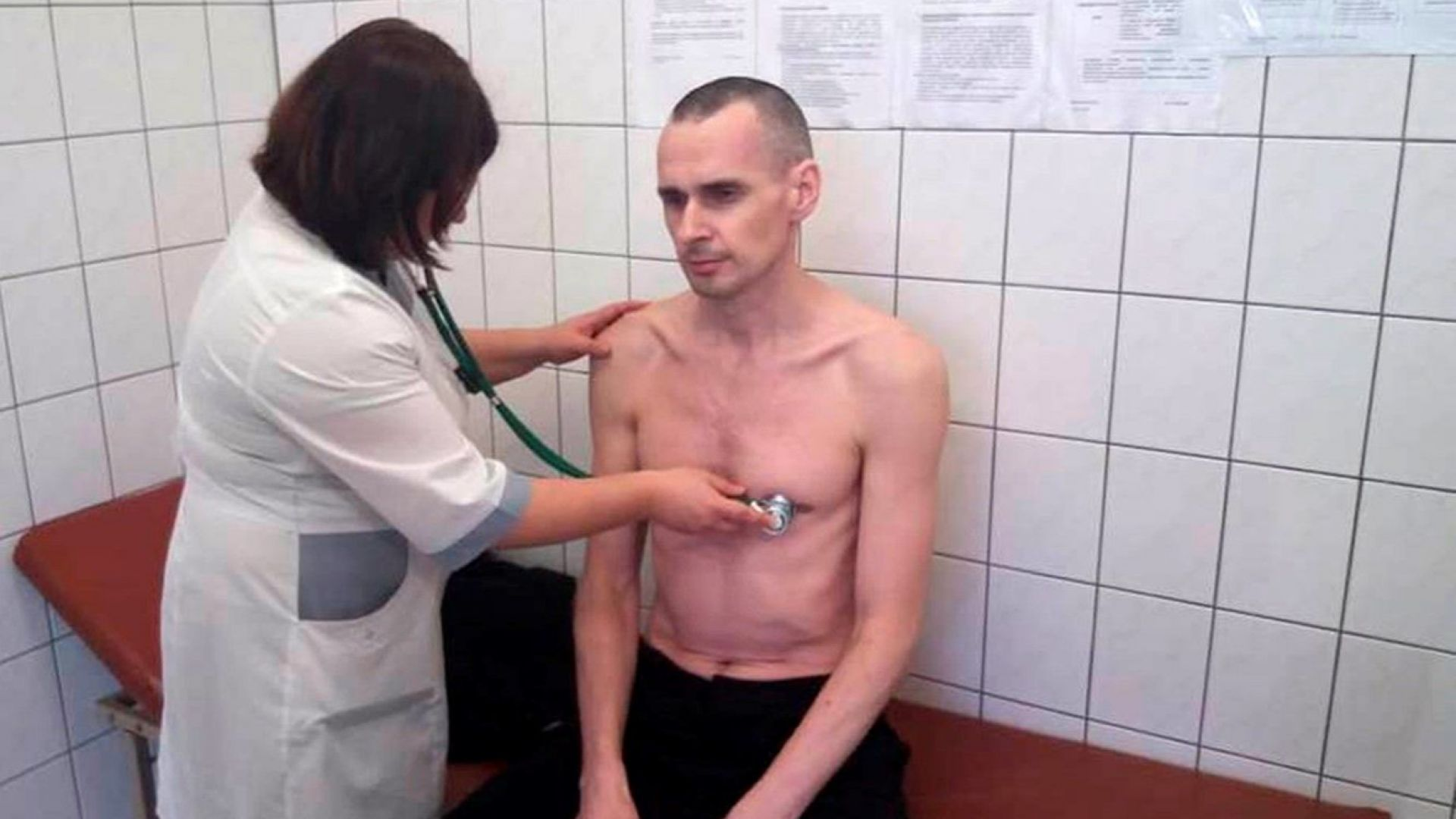 """Излежаващият 20-годишна присъда Олег Сенцов получи наградата """"Сахаров"""""""