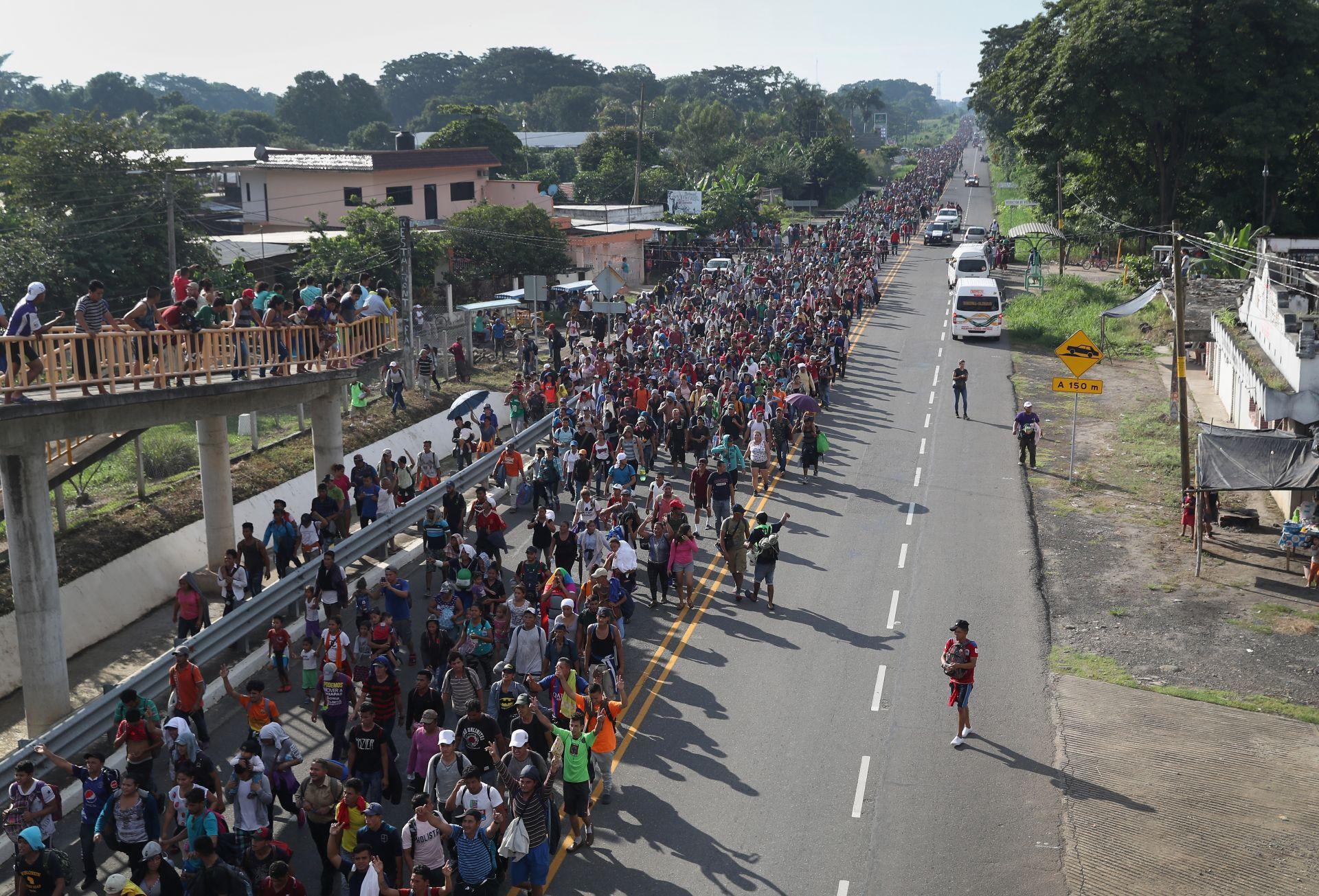 Керванът мигранти прекосява Мексико