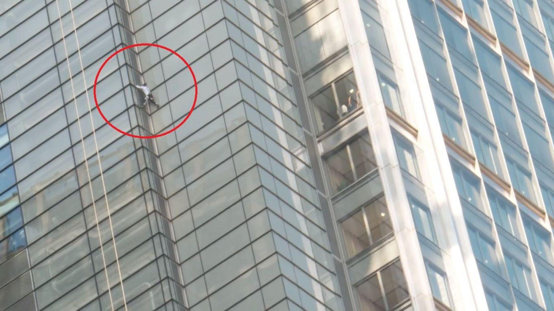 Френският Спайдърмен изкатери кула в Лондон без да е осигурен (видео)