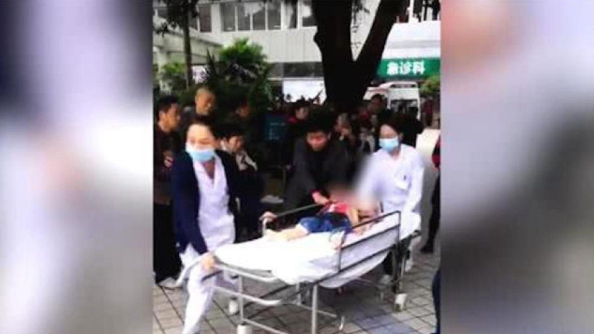 Китайка рани с нож 14 деца в детска градина