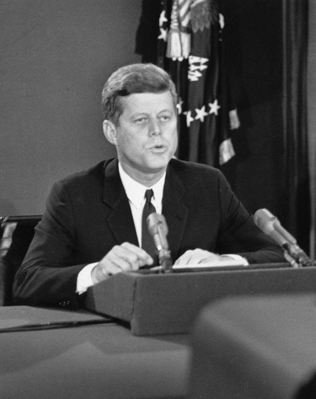 Президентът поставя условия на СССР
