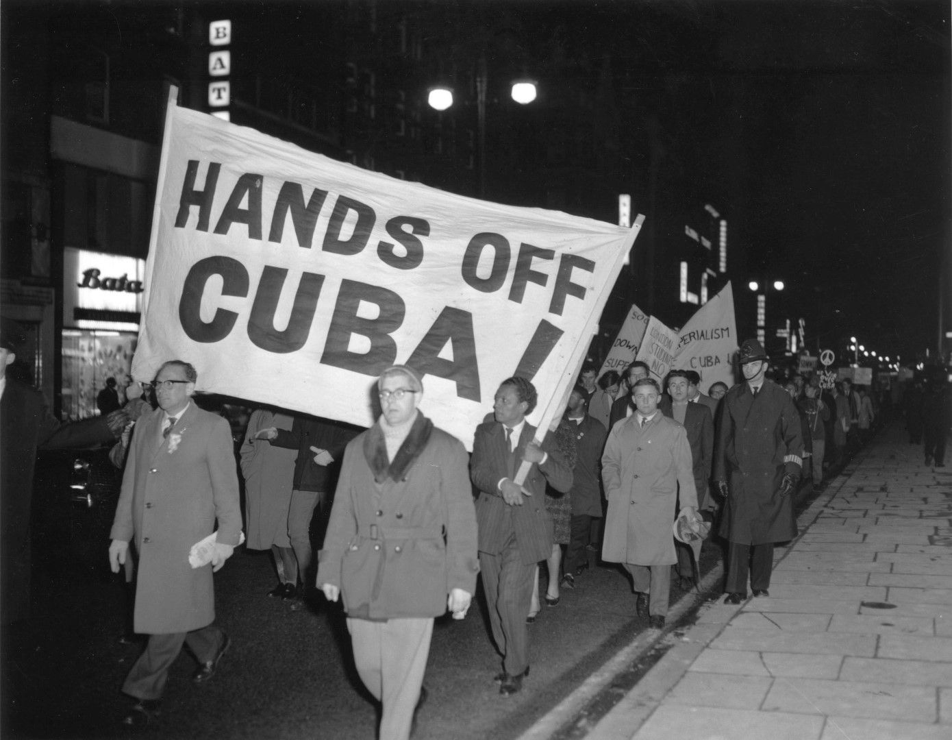 Във Великобритания се провеждат протести срещу американските действия в Куба
