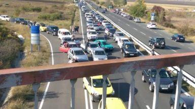 """Протестиращи срещу цените на горивата блокираха АМ """"Тракия"""""""