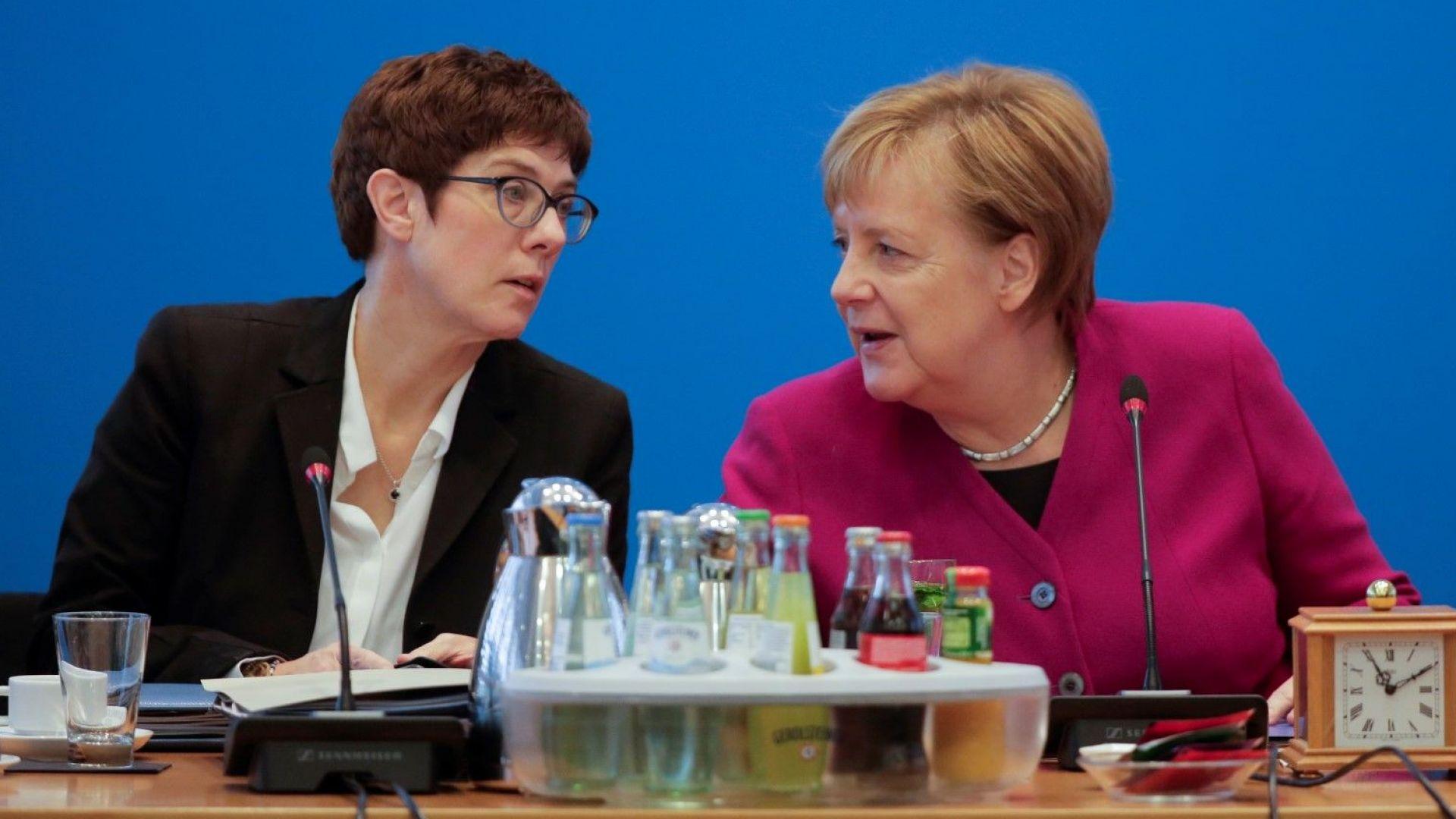 Скандал с наследничката на Меркел в ХДС заради шега с тоалетните за третия пол