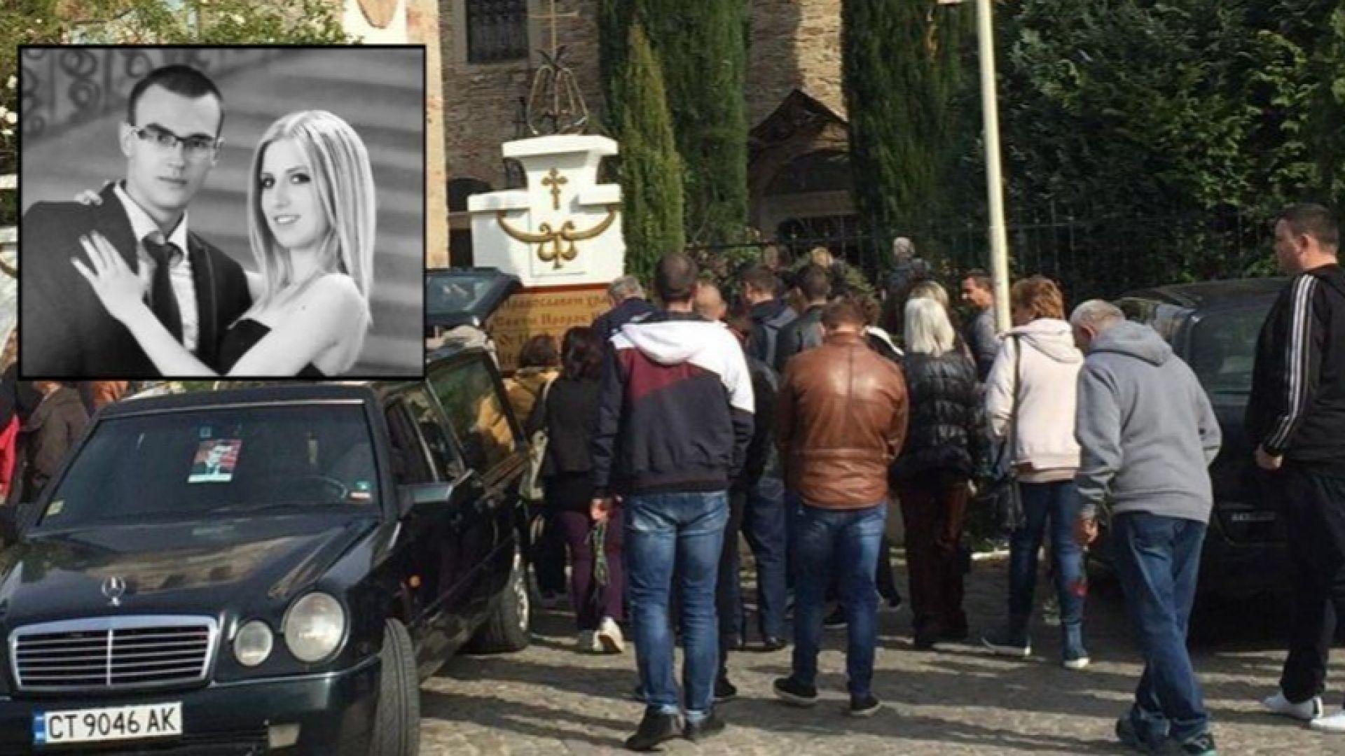 Погребаха в бели ковчези Вики и Цанко, загинали заради циганска каруца