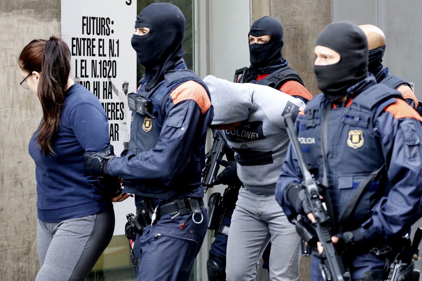 Арестите са извършени пред очите на местните граждани и много туристи