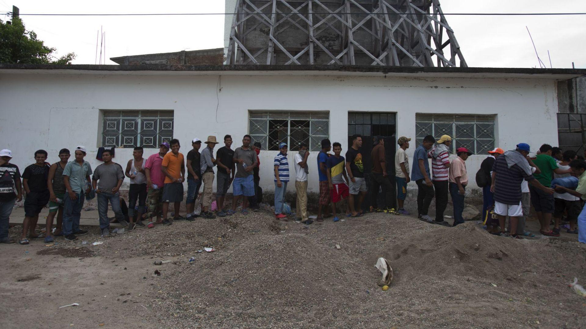 Втора група мигранти влезе в Мексико от Гватемала по пътя към САЩ