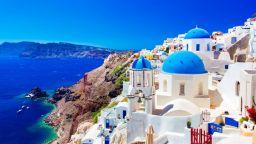Китайци купуват все повече имоти в Гърция
