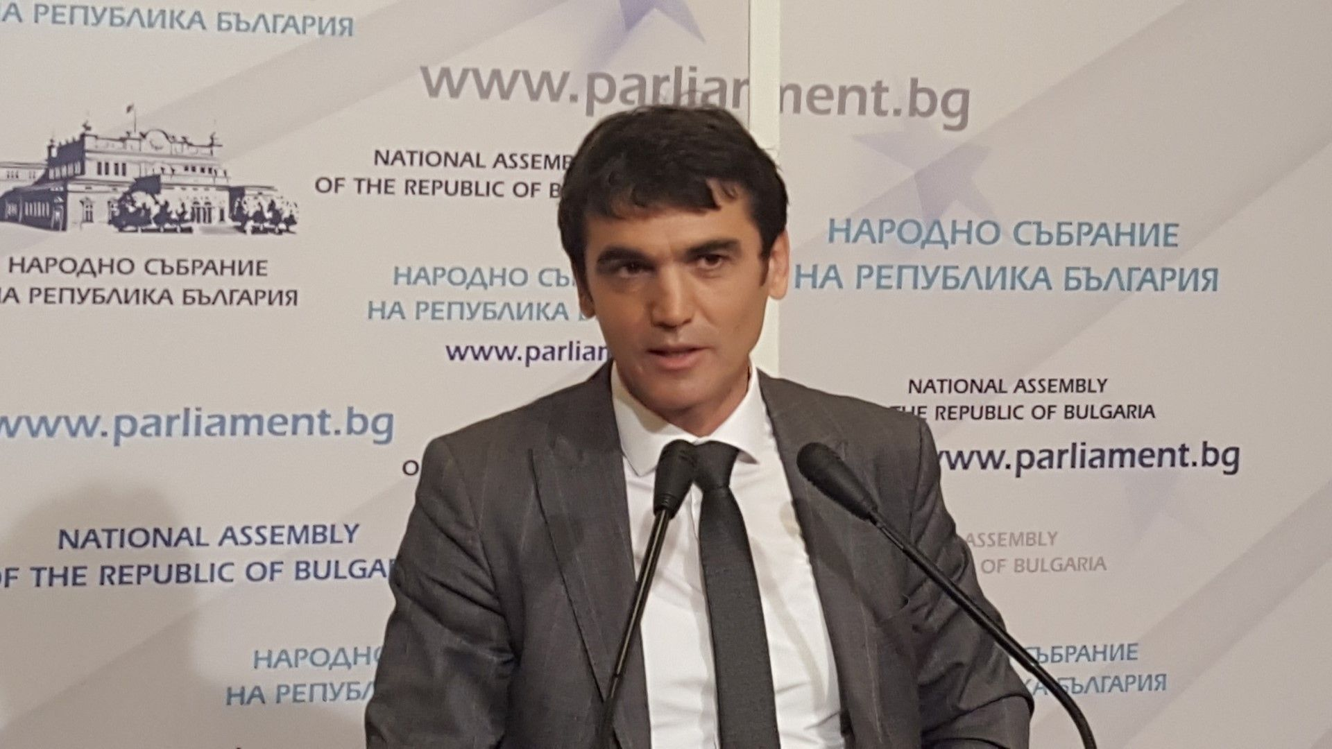 Андон Дончев: Агенцията за българите в чужбина има твърде големи права