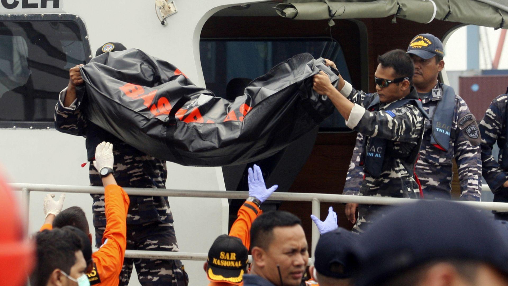 Боингът, катастрофирал край Индонезия, не е трябвало да получи разрешение да лети