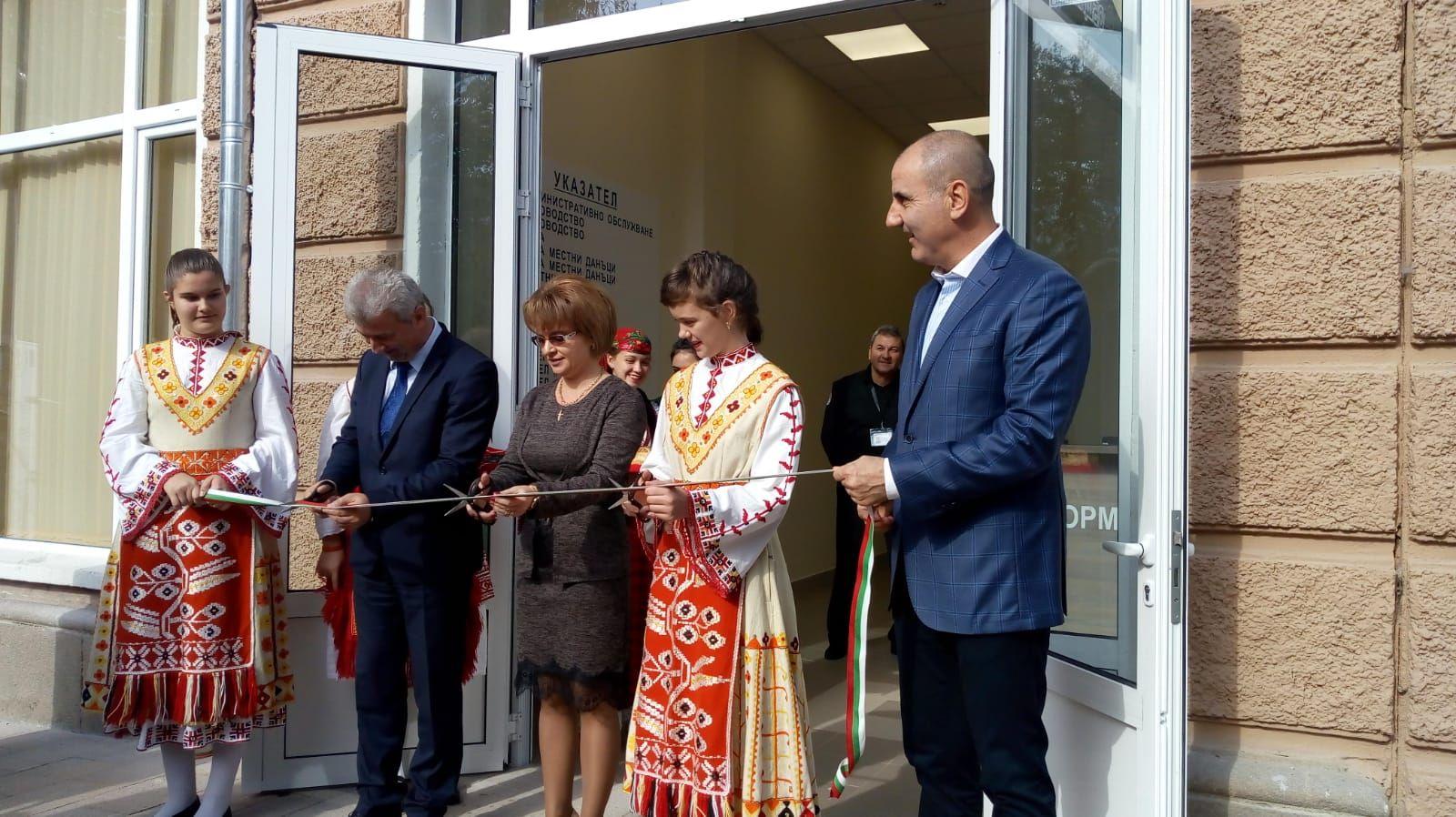 Откриване на обновената сграда на Община Пещера