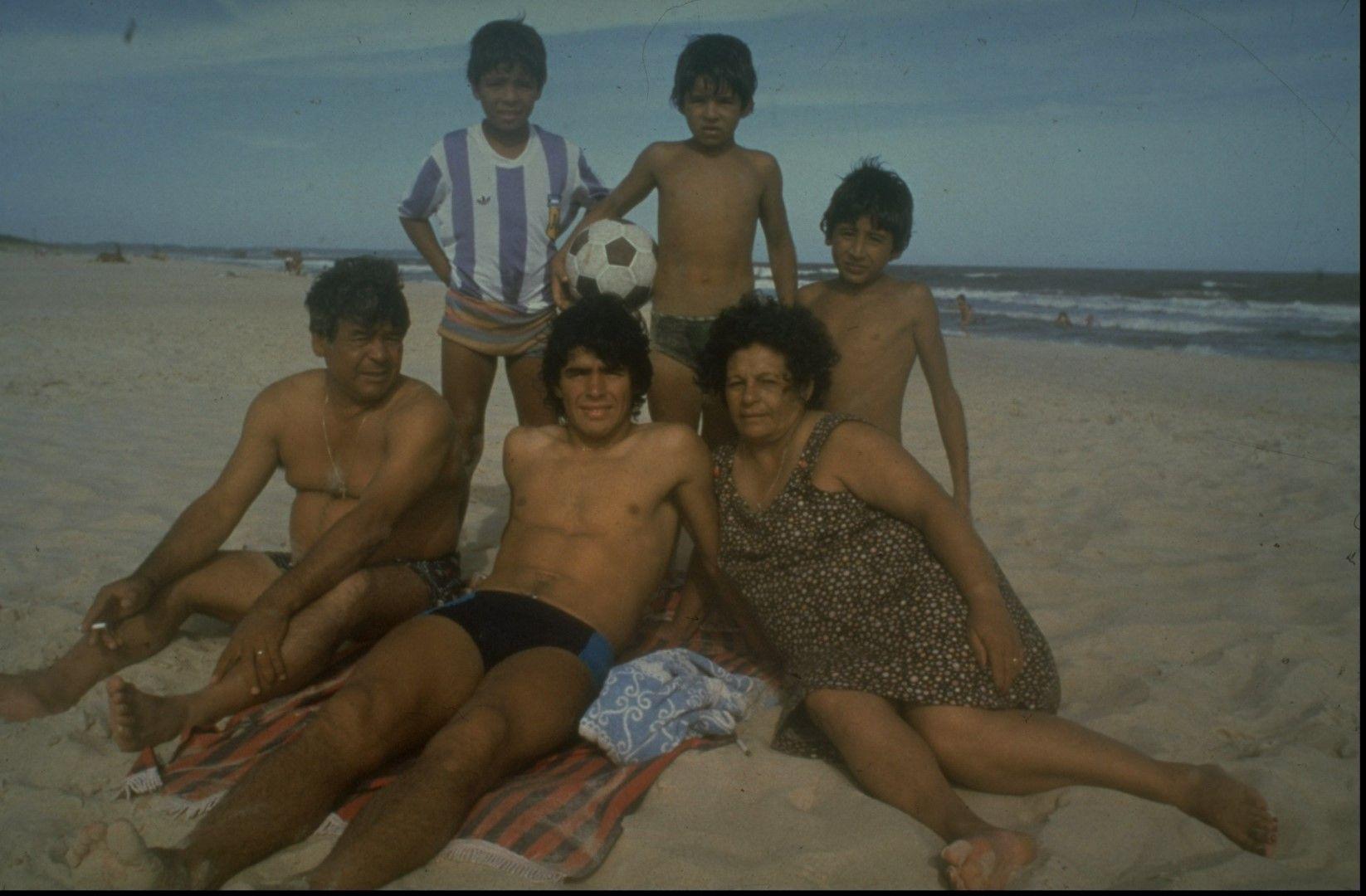 Със семейството в първите години на славата, още като играч на Бока Хуниорс.