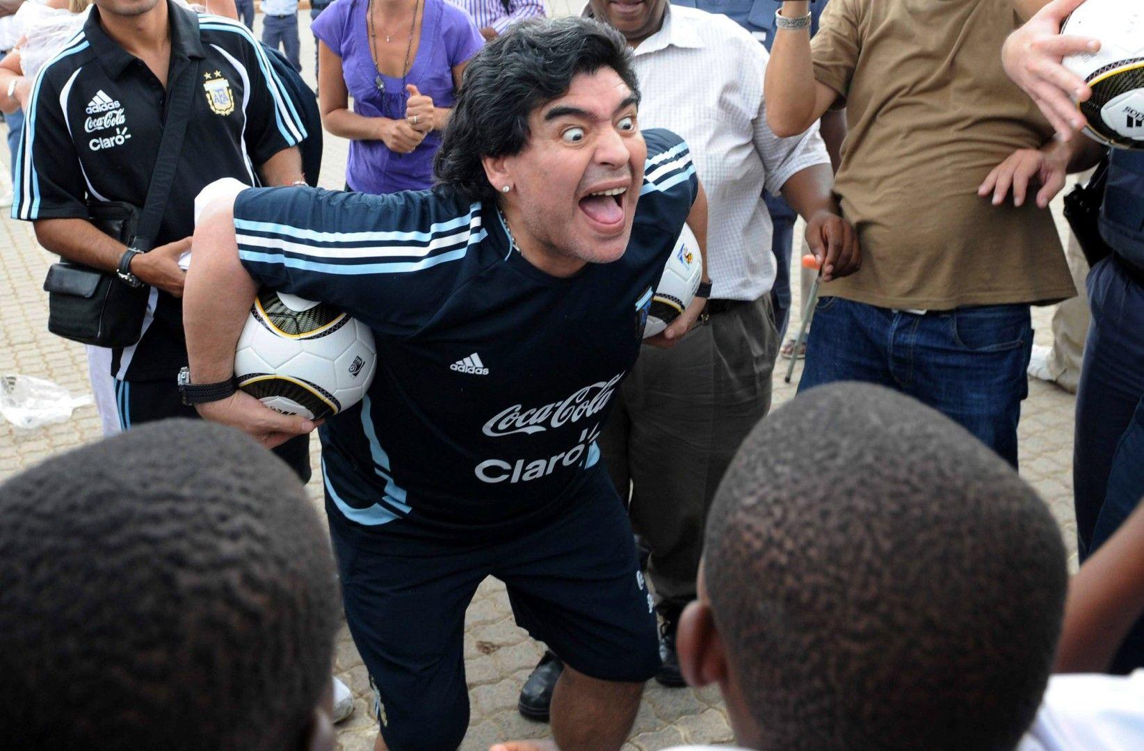 Диего като треньор на Аржентина през 2010 г., при открита тренировка по време на Световното първенство в ЮАР.