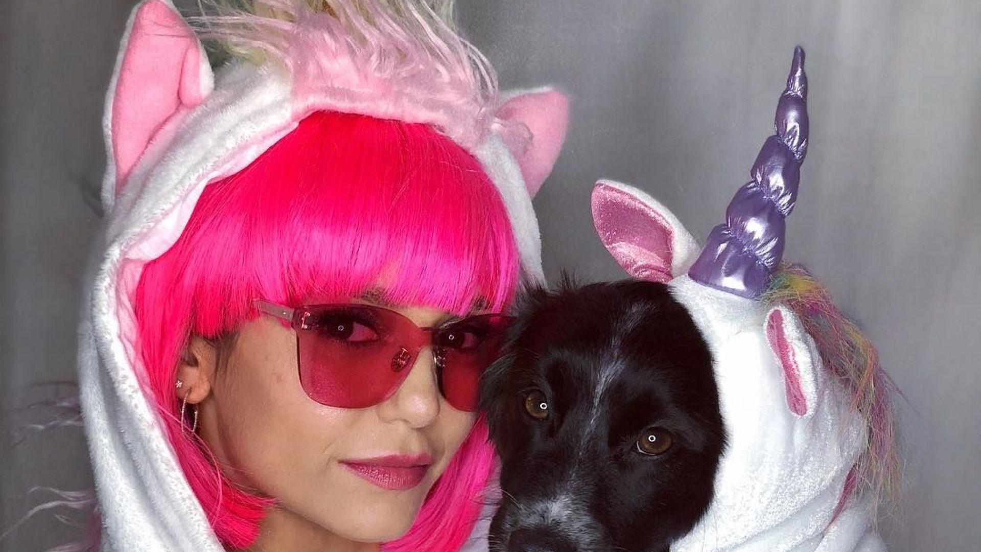 Нина Добрев и кучето й - еднорози