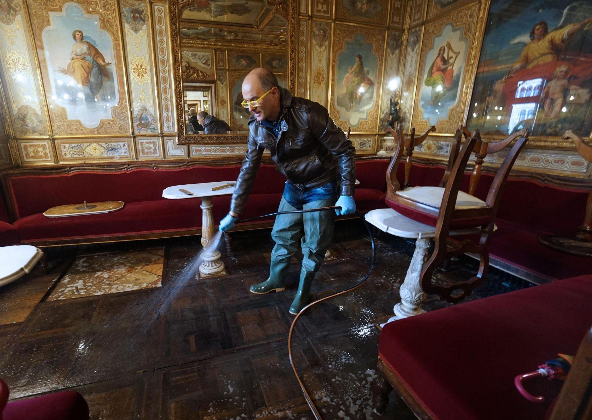 След щетите в историческото кафе Флориан на площад Сан Марко във Венеция