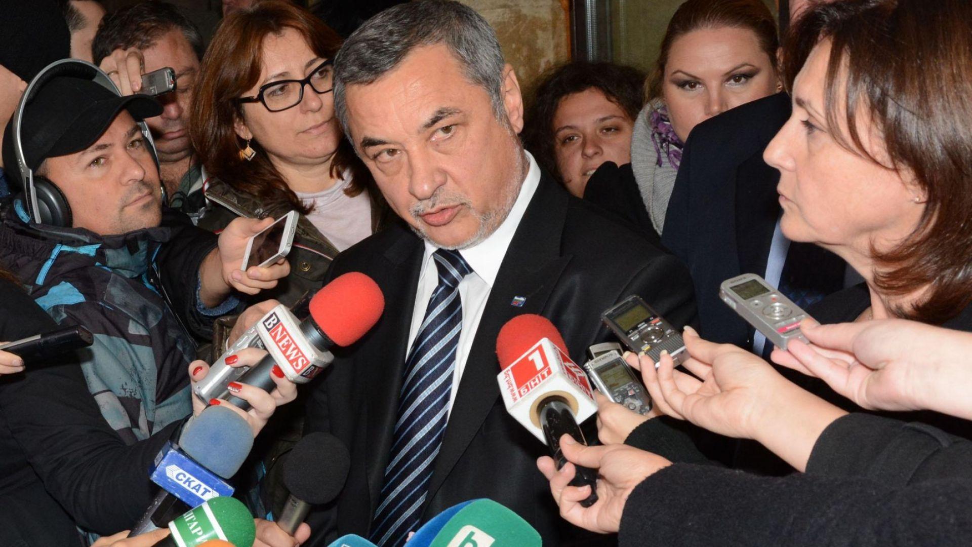 """Кворум срещу оставка: Темата """"Симеонов"""" превзе НС"""