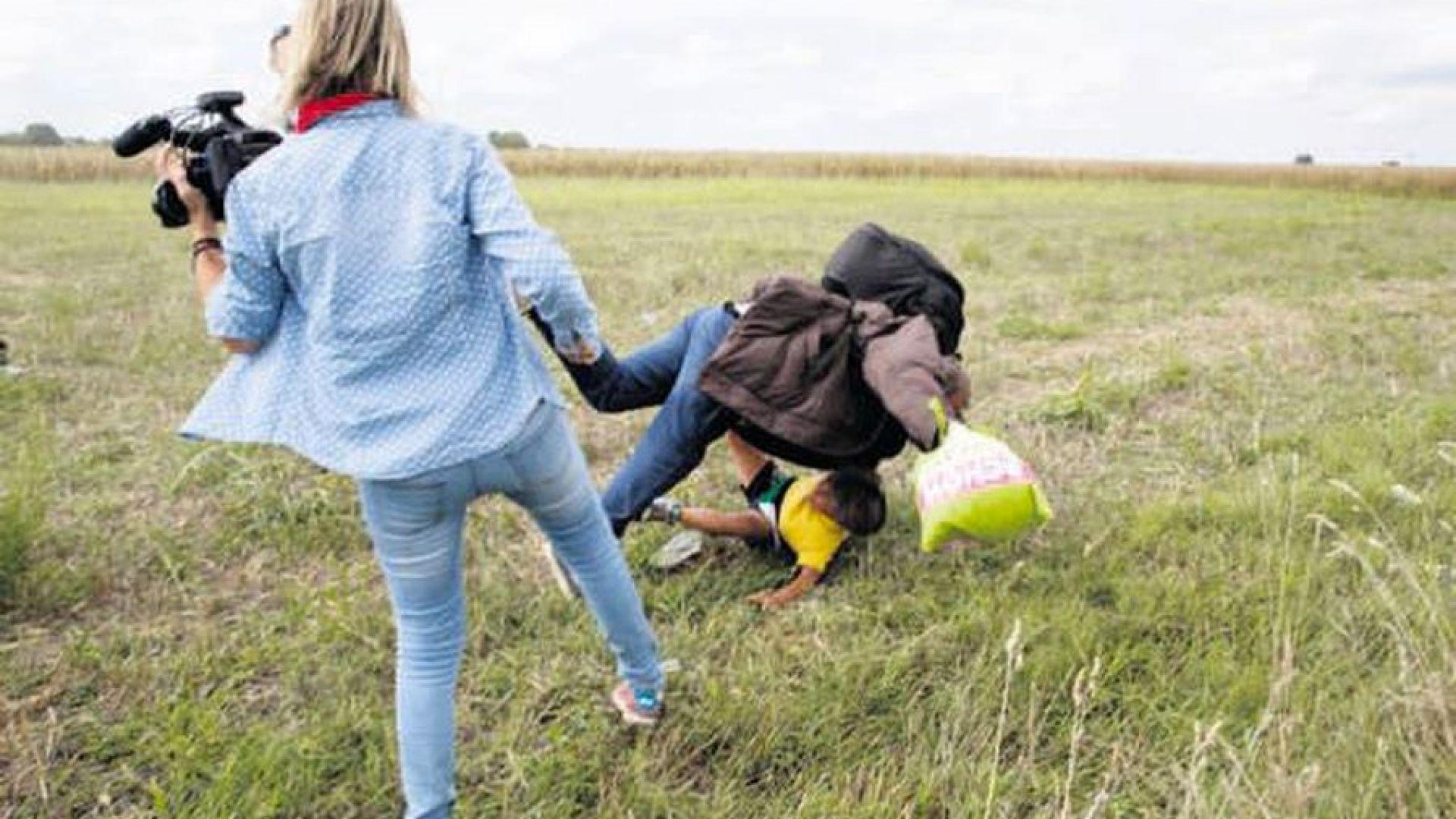 Отмениха присъдите на репортерката, която рита мигранти