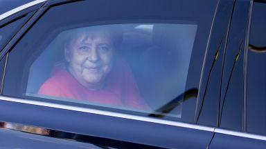 """Ангела Меркел: От """"момичето на Хелмут Кол"""" до лидер на Европа (видео)"""