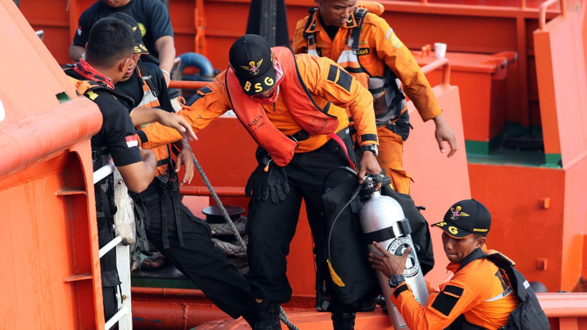 Открита е черната кутия на катастрофиралия по-рано тази седмица индонезийски