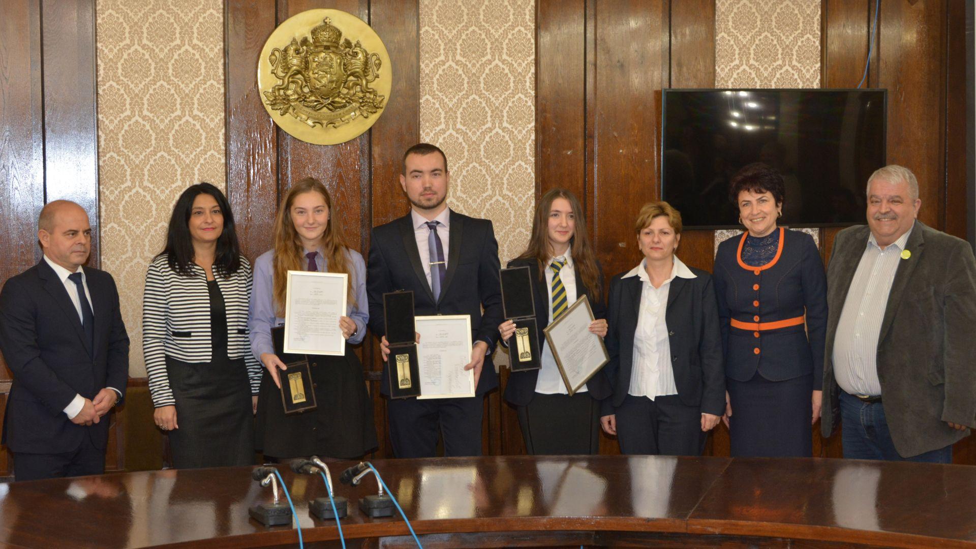 """Двама ученици и студент са новите носители на """"Русе-21 век"""""""