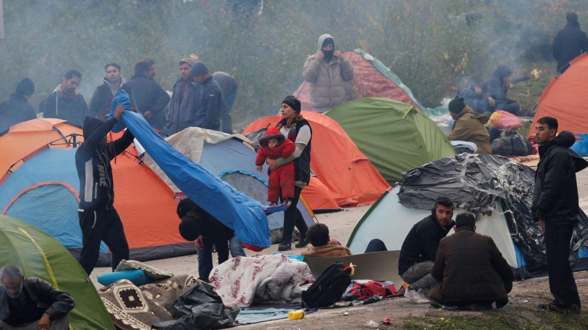Босна се надпреварва с времето, за да подслонени мигрантите преди зимата