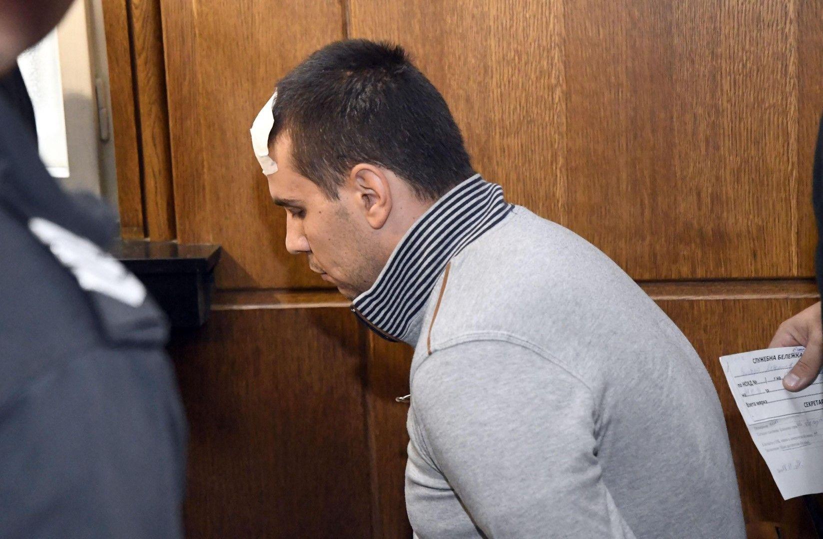 Двойният убиец поиска домашен арест