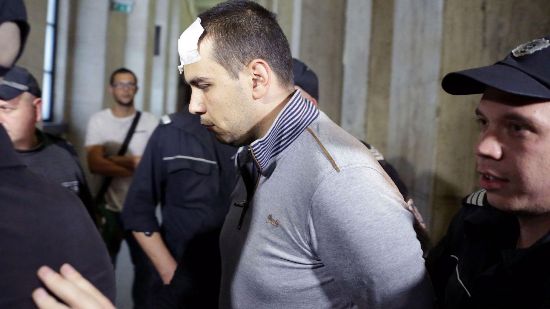 Викторио иска вкъщи, не се чувствал добре в килията. Съдът отказа (снимки)