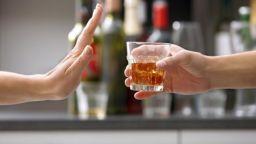 Няма да забраняват алкохола в София на изборите заради абитурентските балове