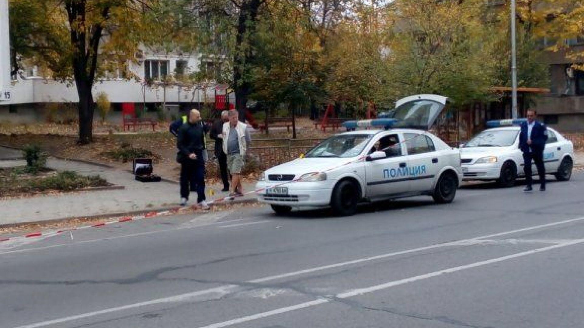 Нападнаха полицаи със сатър