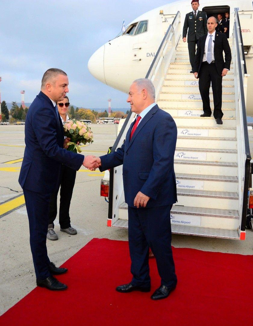 На летище Варна гостите бяха посрещнати от кмета на морската столица Иван Портних