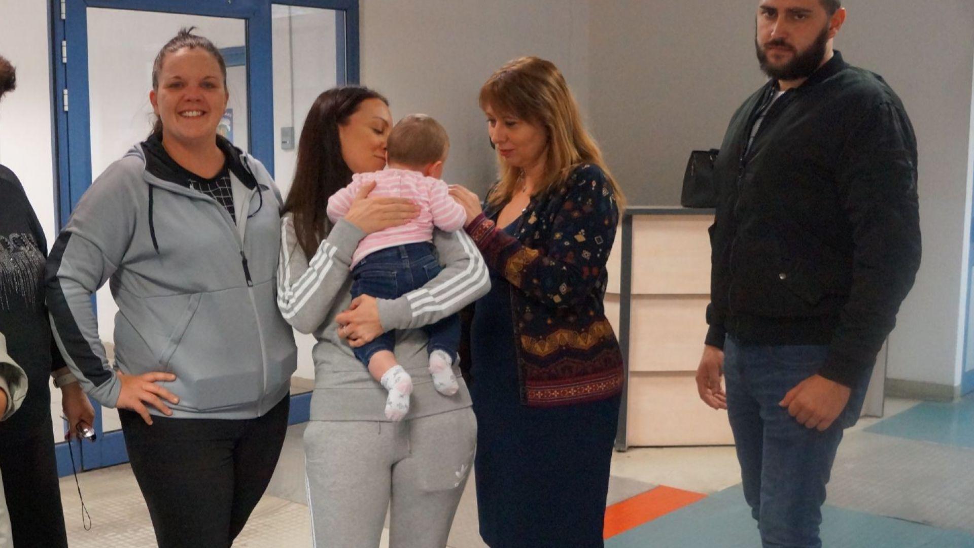 Върнаха в България бебе, изоставено от майка си в Лондон