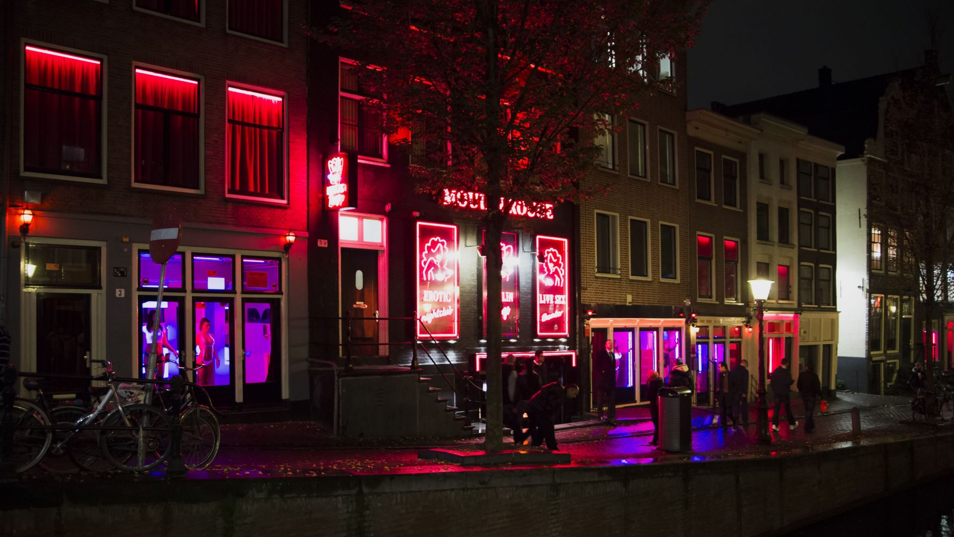 """Амстердам обмисля преместване на """"червените фенери"""""""