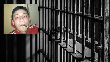 Убиецът на майка и дете от Джебел си прави селфита в килията