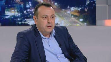 ДПС зове Борисов да върне Каракачанов и Симеонов на депутатските банки