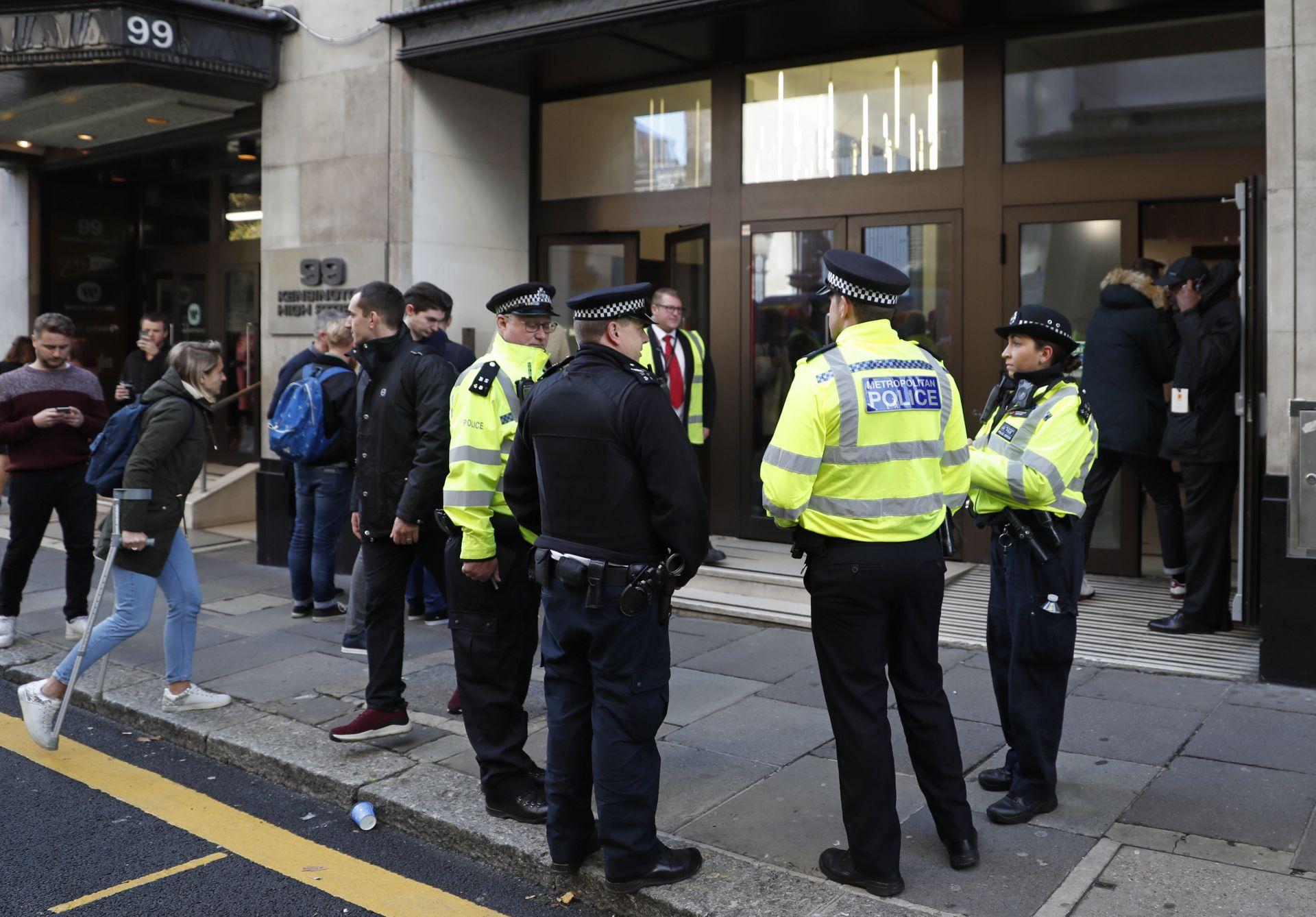 Служителите в сградата са евакуирани като превантивна мярка