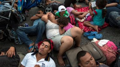 ЕК даде един месец на Унгария да започне да храни мигрантите по границата със Сърбия
