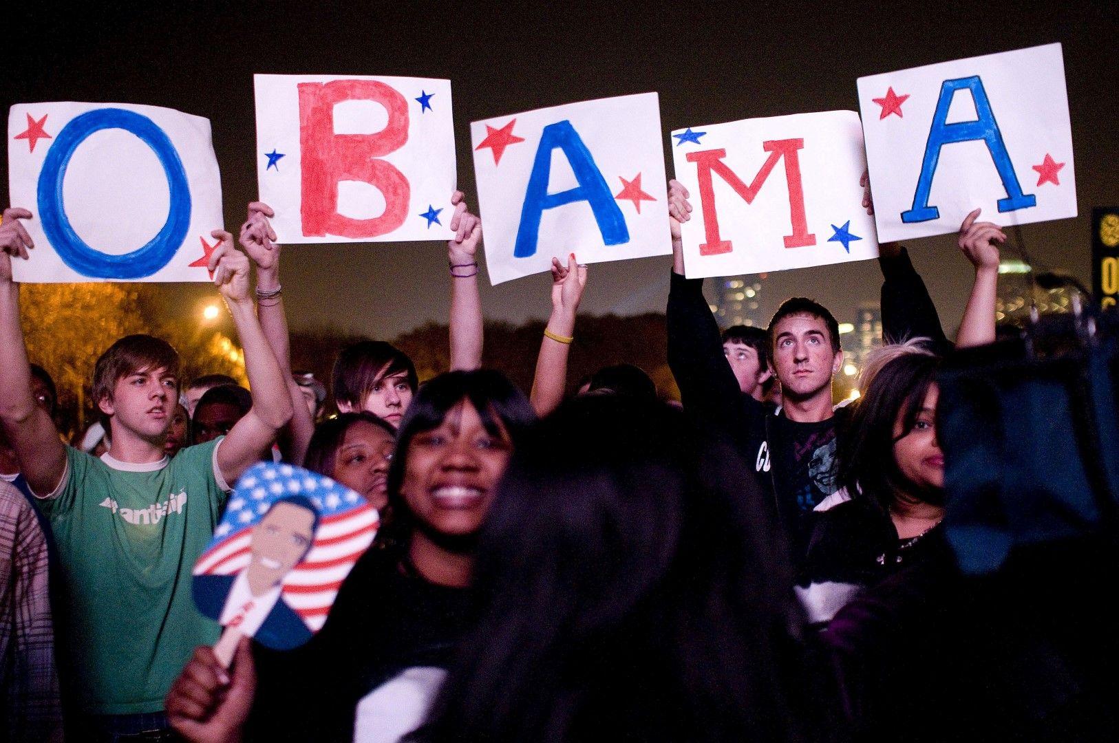 Стотици хиляди празнуват победата на първия цветнокож президент