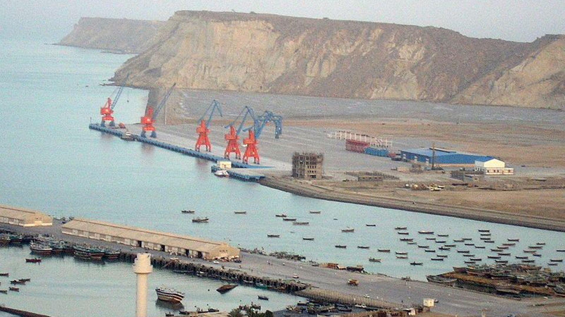 Китай помага на Пакистан да преодолее финансовата криза