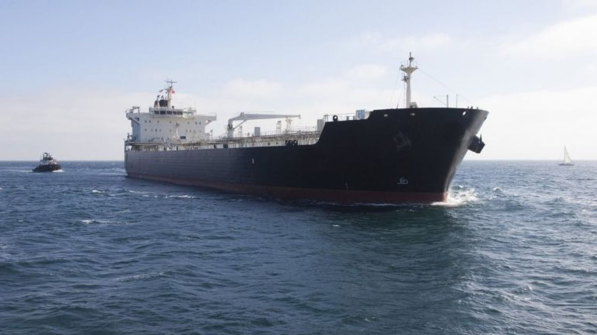 Около 40 000 литра петрол се разляха край Чили